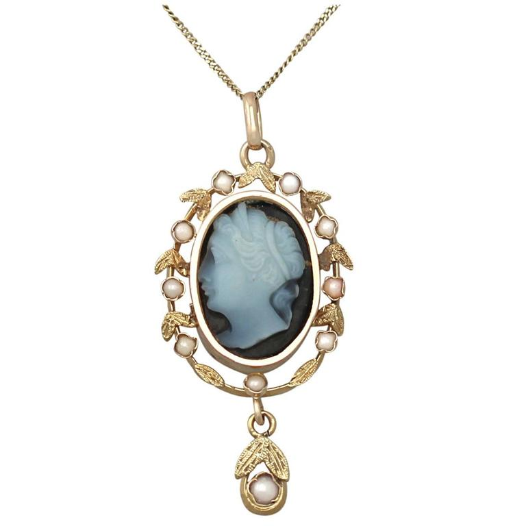 Hardstone and Seed Pearl, 18k Yellow Gold Cameo Pendant - Antique Circa 1880 For Sale
