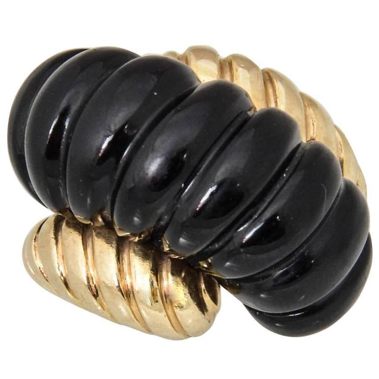 Mod 1960s Ribbed Onyx Gold Ring