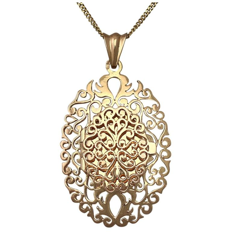 18k Yellow Gold Locket - Vintage Circa 1960 1