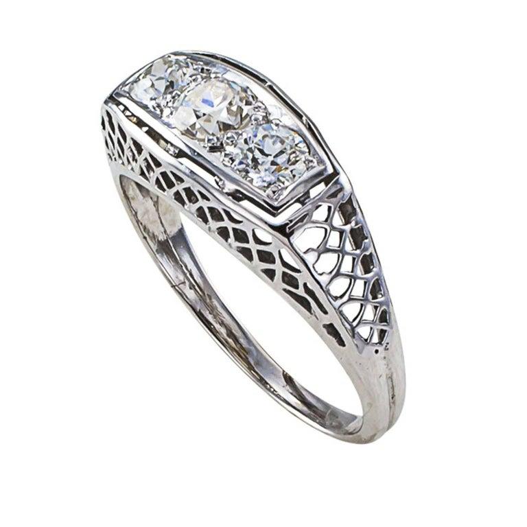 Women's 1920s Art Deco Three-Stone Diamond White Gold Engagement Ring For Sale