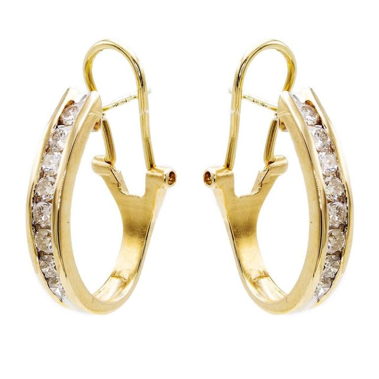 Clic Diamond Gold Oval Hoop Earrings For