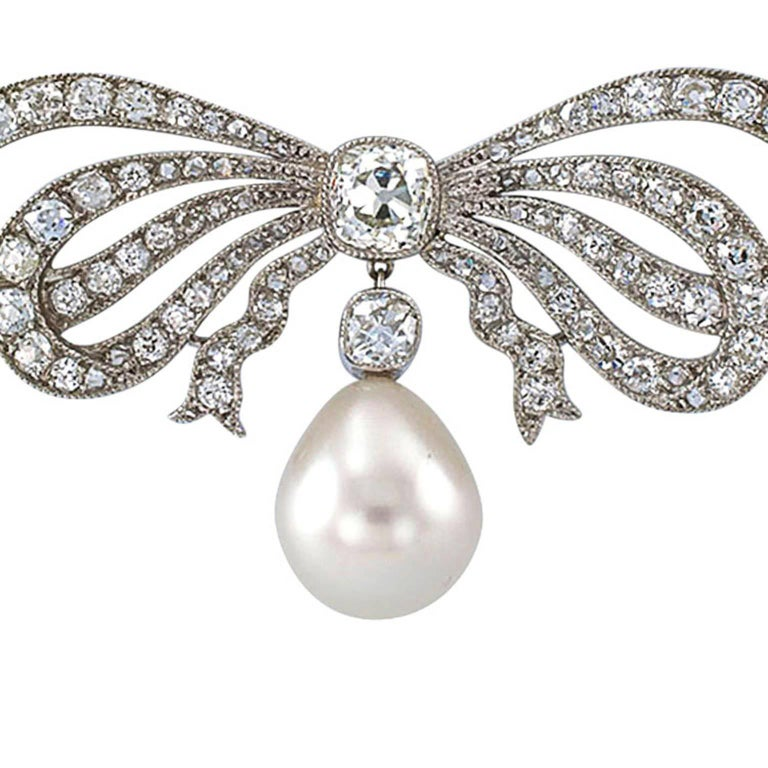 Edwardian South Sea Pearl Diamond Gold Bow Necklace In Excellent Condition For Sale In Los Angeles, CA