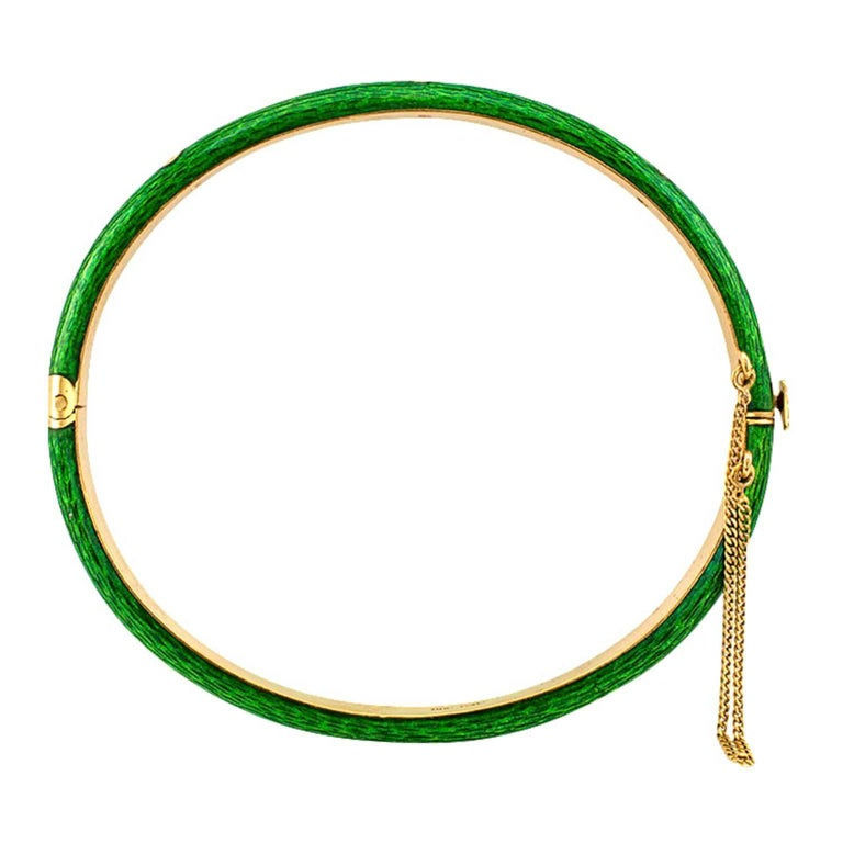 1980s Apple Green Enamel and Diamond Bangle In Excellent Condition For Sale In Los Angeles, CA