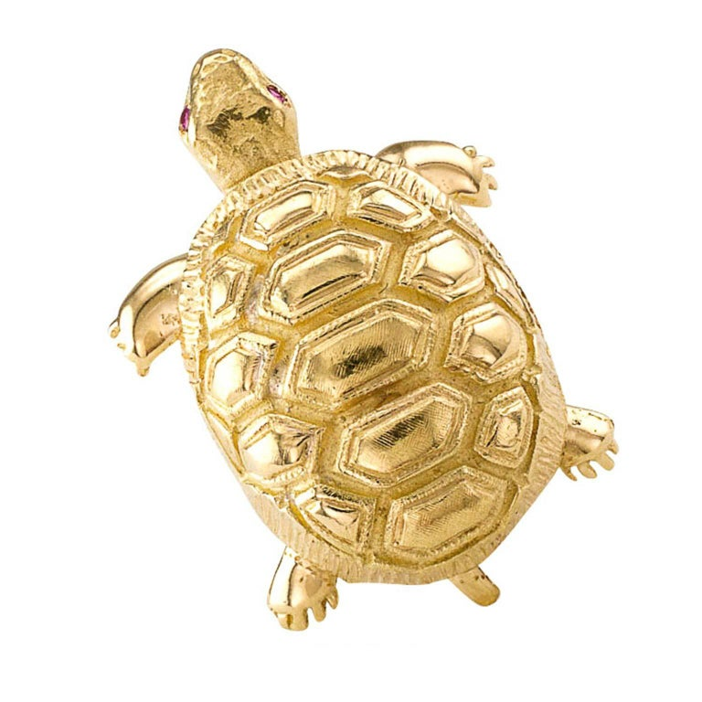 1960s Ruby Gold Turtle Brooch In Excellent Condition For Sale In Los Angeles, CA