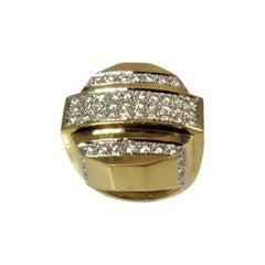 Contemporary 18 Karat Yellow Gold and Diamond Ring