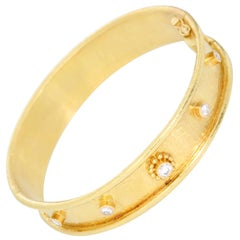 Elizabeth Locke 19 Karat Yellow Gold Bangle Bracelet