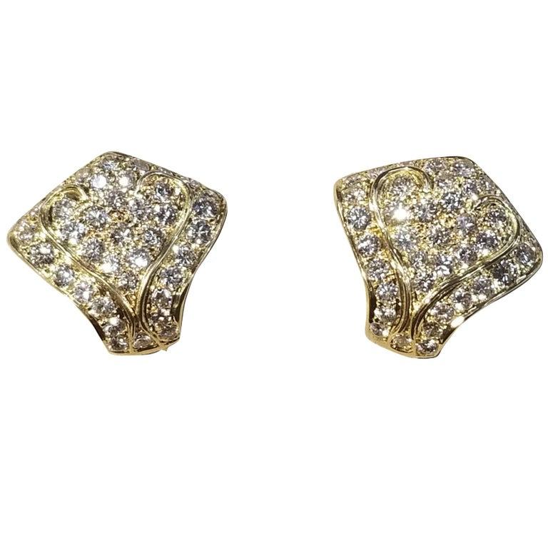 18 Karat Yellow Gold Earrings with Diamonds