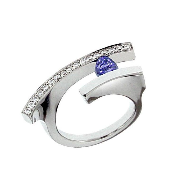 Berquin Certified 0.74 Carat Cornflower Blue Sapphire Diamond Gold Cocktail Ring