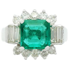1970s 3.05 Carat Emerald and Diamond White Gold Cocktail Ring