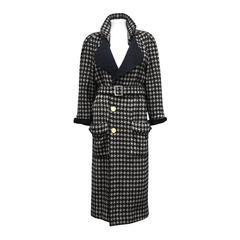 Exceptional Chanel houndstooth tweed coat c. 1980s