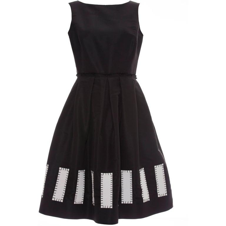 Oscar De la Renta Runway Sleeveless Black Silk Faille Dress, Spring 2006 For Sale