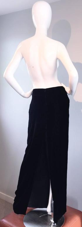Beautiful Tom Ford, for Gucci, black silk velvet maxi skirt! Features the softest, most luxurious black silk velvet, with a fantastic shape! Slight mermaid hem, that flares ever so slightly at the hem. Sits low on the waist, for a modern look.