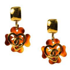 Vintage Chanel 95P Gold Tone Tortoise Resin 'CC' Heart Clover Clip On Earrings