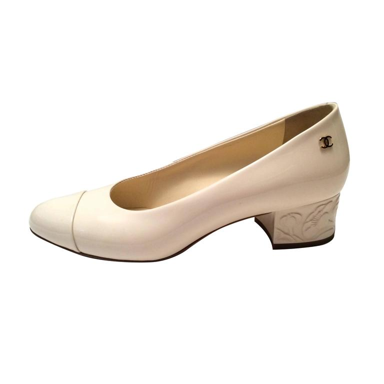Chanel Pumps - Cream White Patent Leather - Embossed Flowers - Size 37.5
