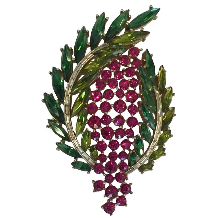 1950s Magnificent TRIFARI Laurel Wreath Shaped Brooch Pin For Sale