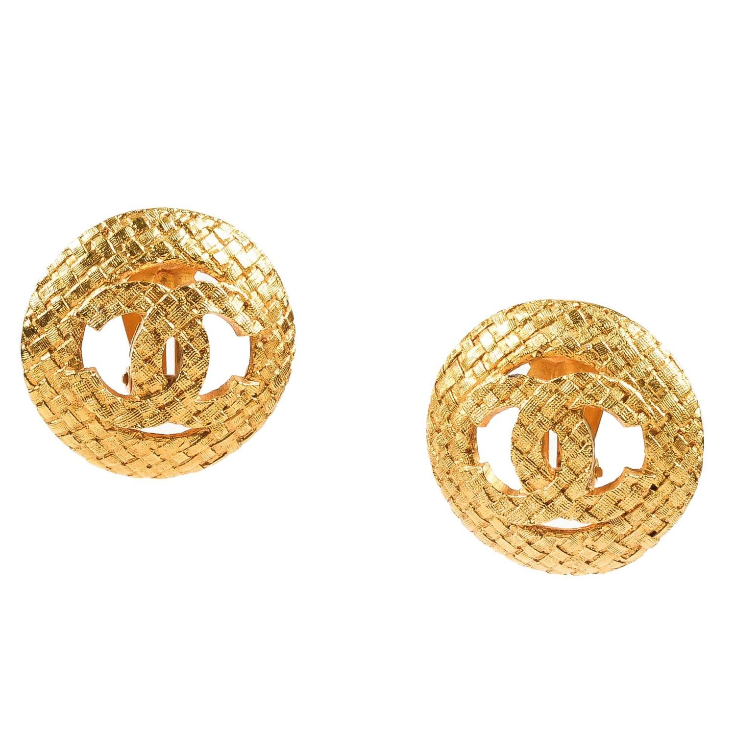 Vintage Chanel Gold Tone Textured Basketweave 'cc' Logo Clip On Earrings  For Sale At 1stdibs
