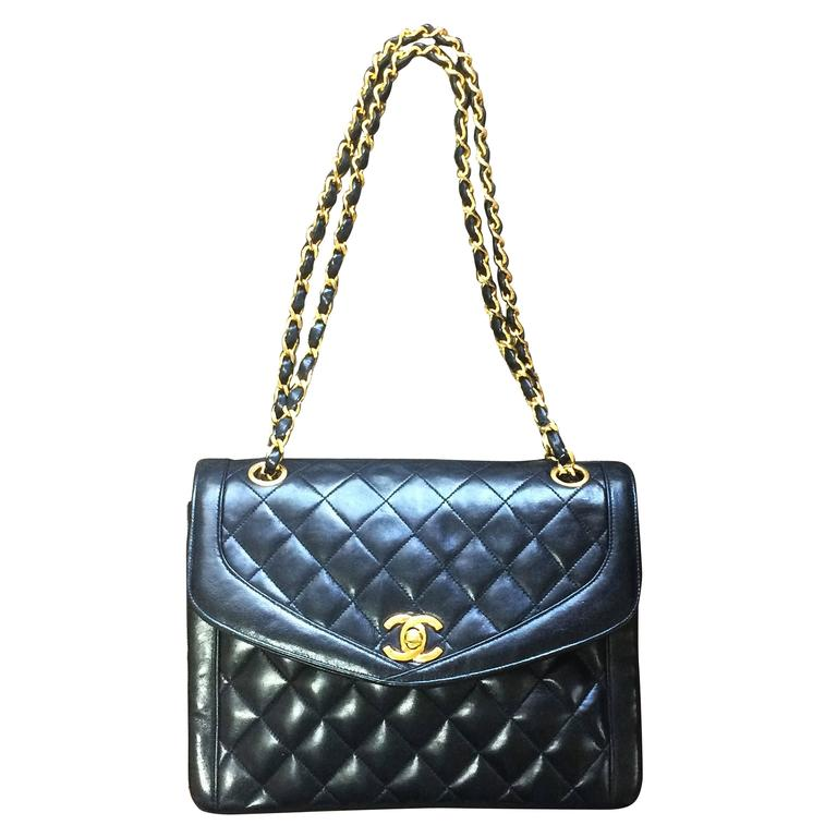 Vintage Chanel black lambskin chain shoulder 2.55 shoulder bag, pentagon flap For Sale