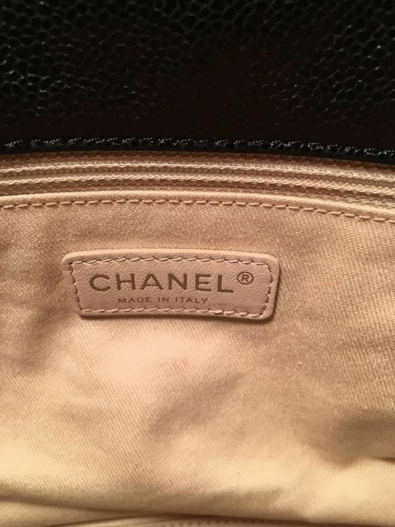 Women's Chanel Black Relaxed Caviar XL Classic Flap Shoulder Bag For Sale