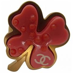 CHANEL 'Clover' Ring Size 53 FR in Coral and Matt Gilt Metal