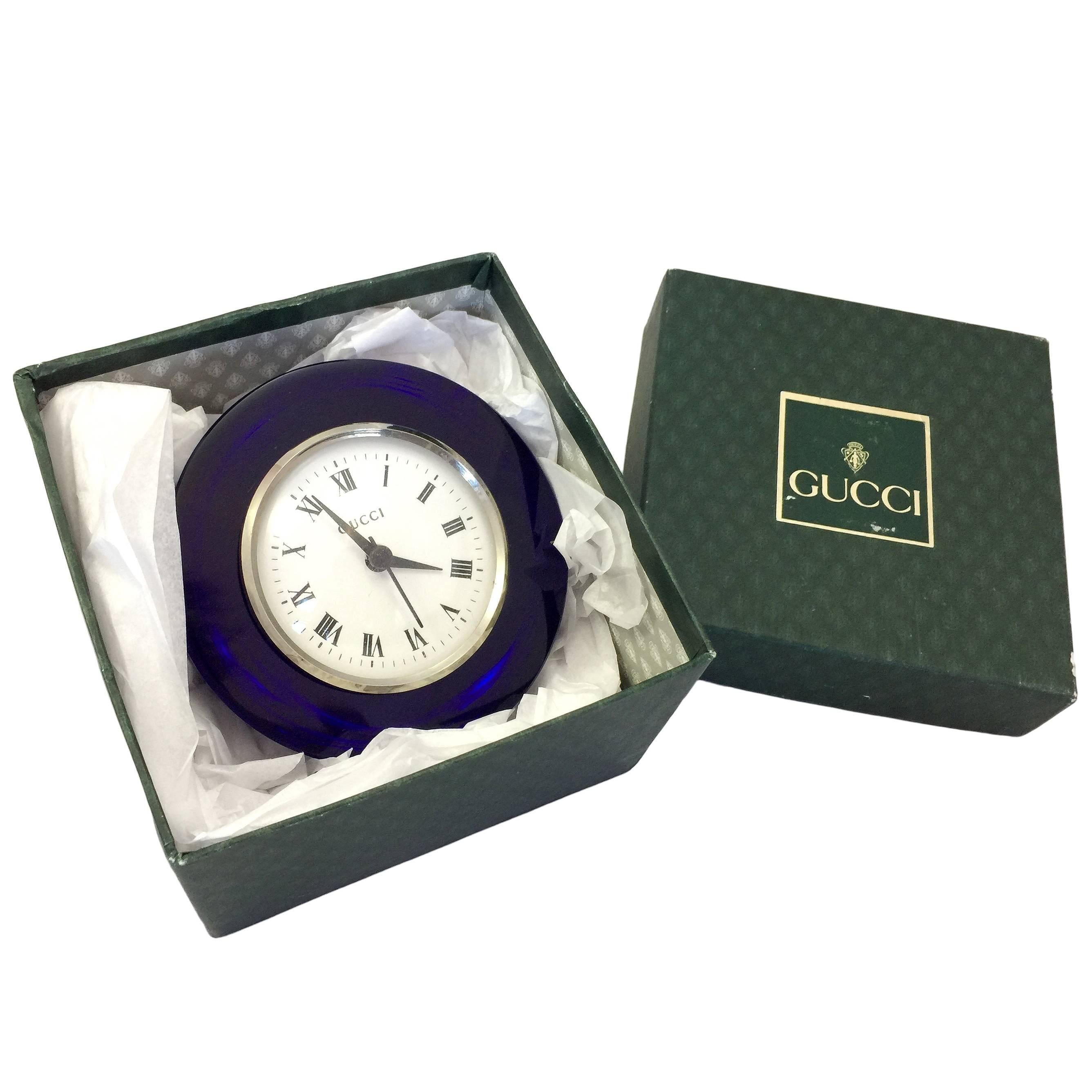 Incroyable Gucci Cobalt Glass Table Clock In Box For Sale