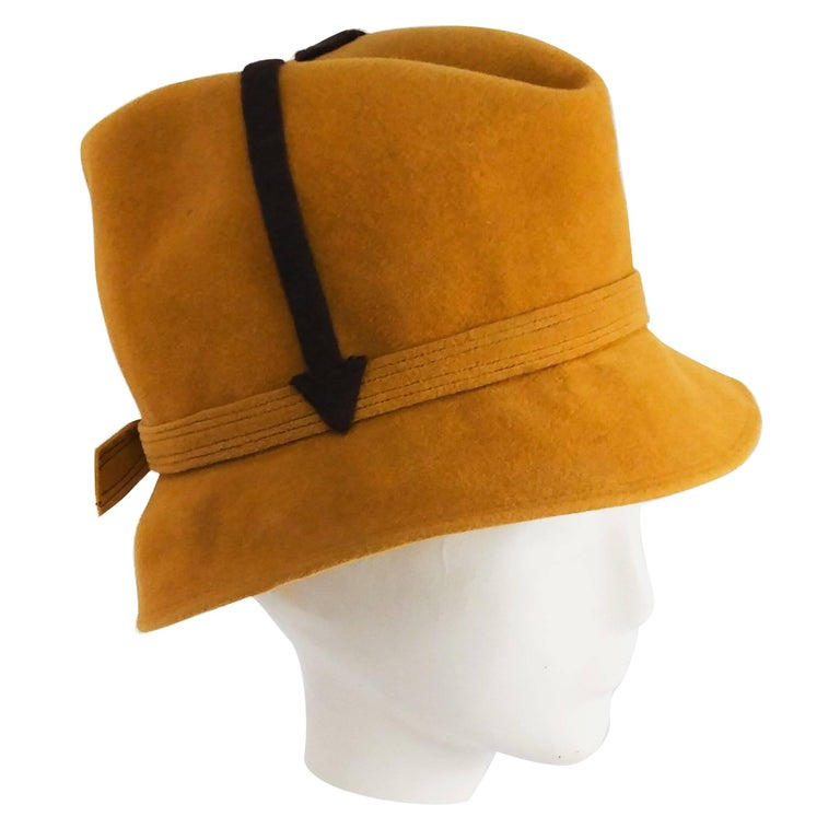 1960s Mustard Yellow Mod Hat with Arrows