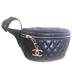 Chanel Vintage black lamb leather waist bag / fanny pack with double buckle belt