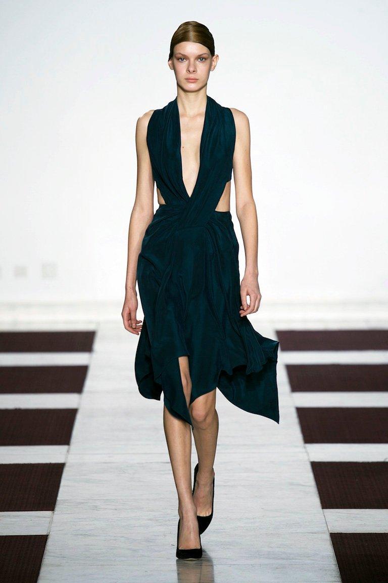 Women's Yiqing Yin Poiret Designer Sexy Siren V Neck Hankerchief Hem Evening Dress  New! For Sale