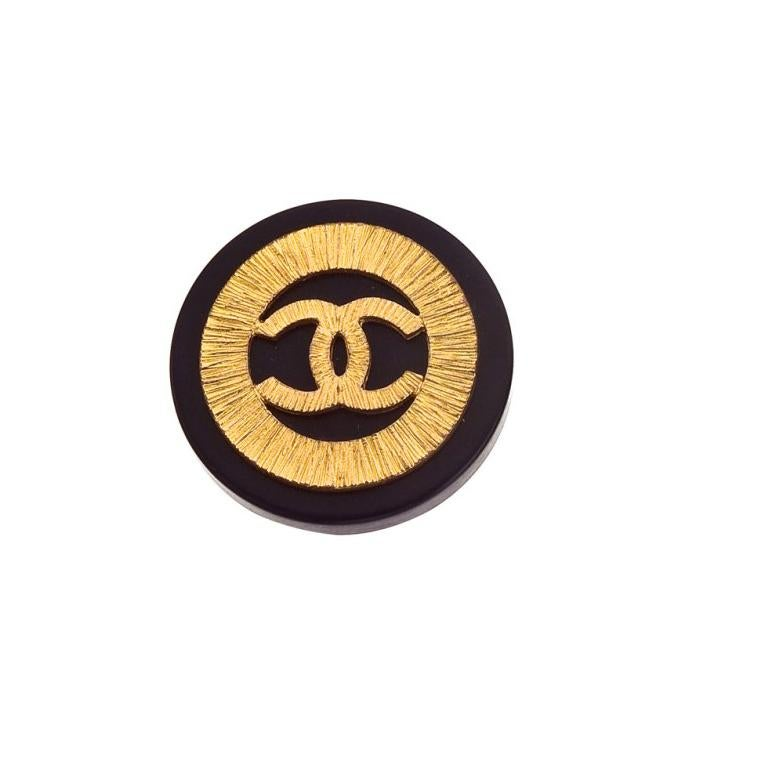 Chanel Black and Gold Vintage Clip-On Earrings with CC logos In Excellent Condition For Sale In New York, NY