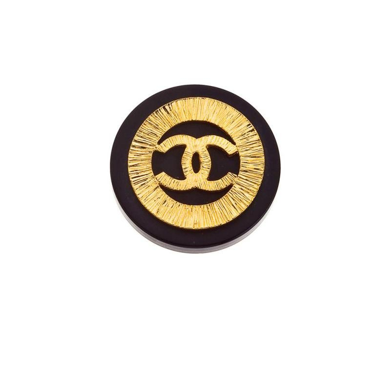 Women's Chanel Black and Gold Vintage Clip-On Earrings with CC logos For Sale