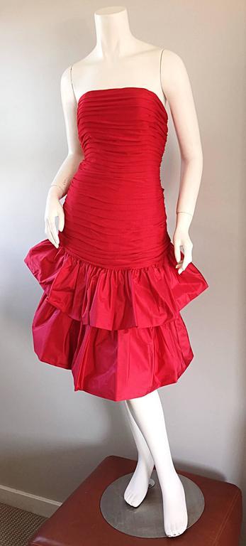 Amazing Vintage Jill Richards For Saks Fifth Avenue Red Avant Garde Silk Dress For Sale 3
