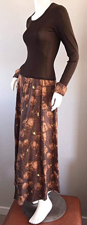 Such a cute vintage Vera Maxwell printed jersey dress! Brown jersey bodice, with attached cuffs, that match the printed skirt. Printed jersey skirt, with hints of lime green. Great alone, yet perfect belted. Looks great paired with flats, sandals,