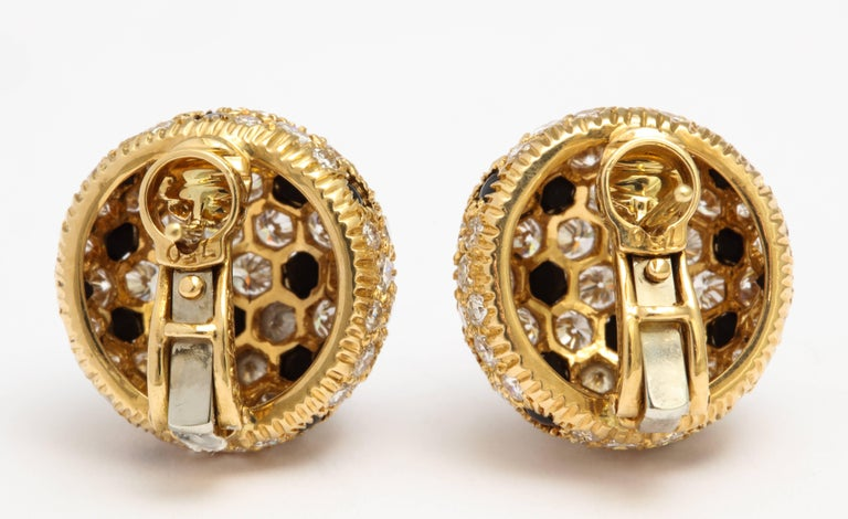 Cartier Gold Button 'Panthere' Onyx and Diamond Earrings For Sale 2