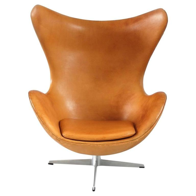 Cognac Leather Egg Chair By Arne Jacobsen For Fritz Hansen, Denmark, 1966  For Sale