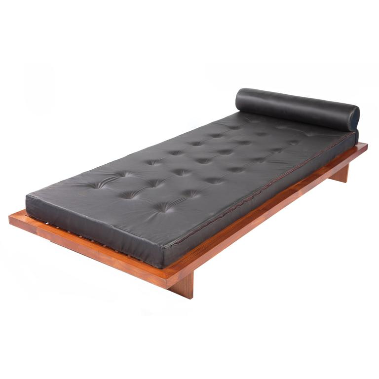 Brazilian Modern Daybed by Joaquim Tenreiro For Sale