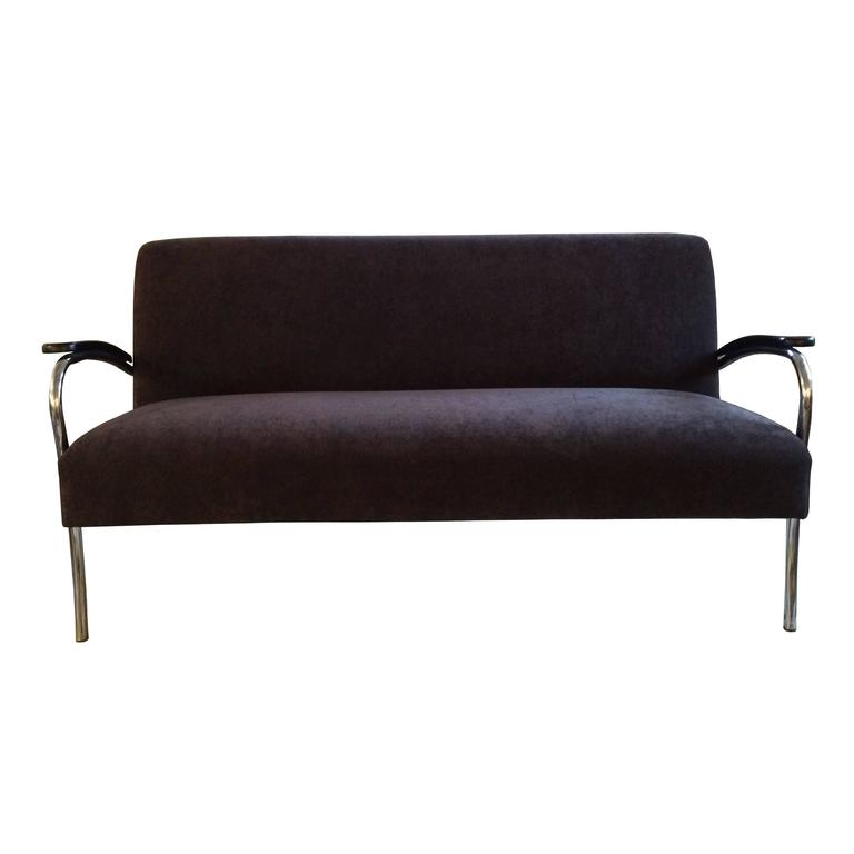 Art deco chrome sofa in the style of gilbert rohde at 1stdibs for Art deco style sofa