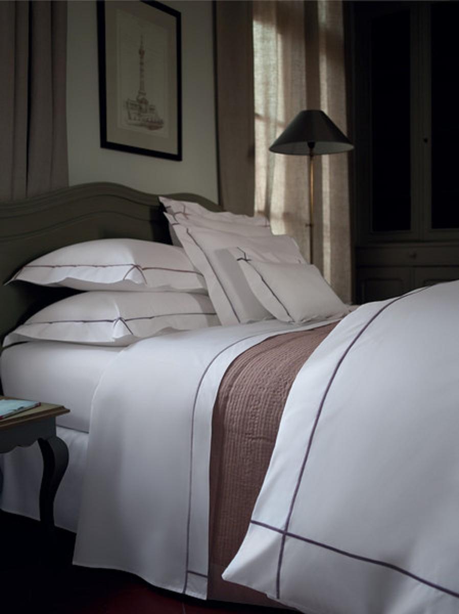 Athena bedding by yves delorme for sale at 1stdibs - Linge de lit yves delorme ...
