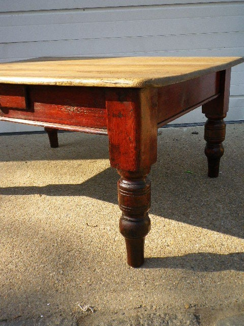 English Pine Coffee Table In Good Condition For Sale In Bridgehampton, NY