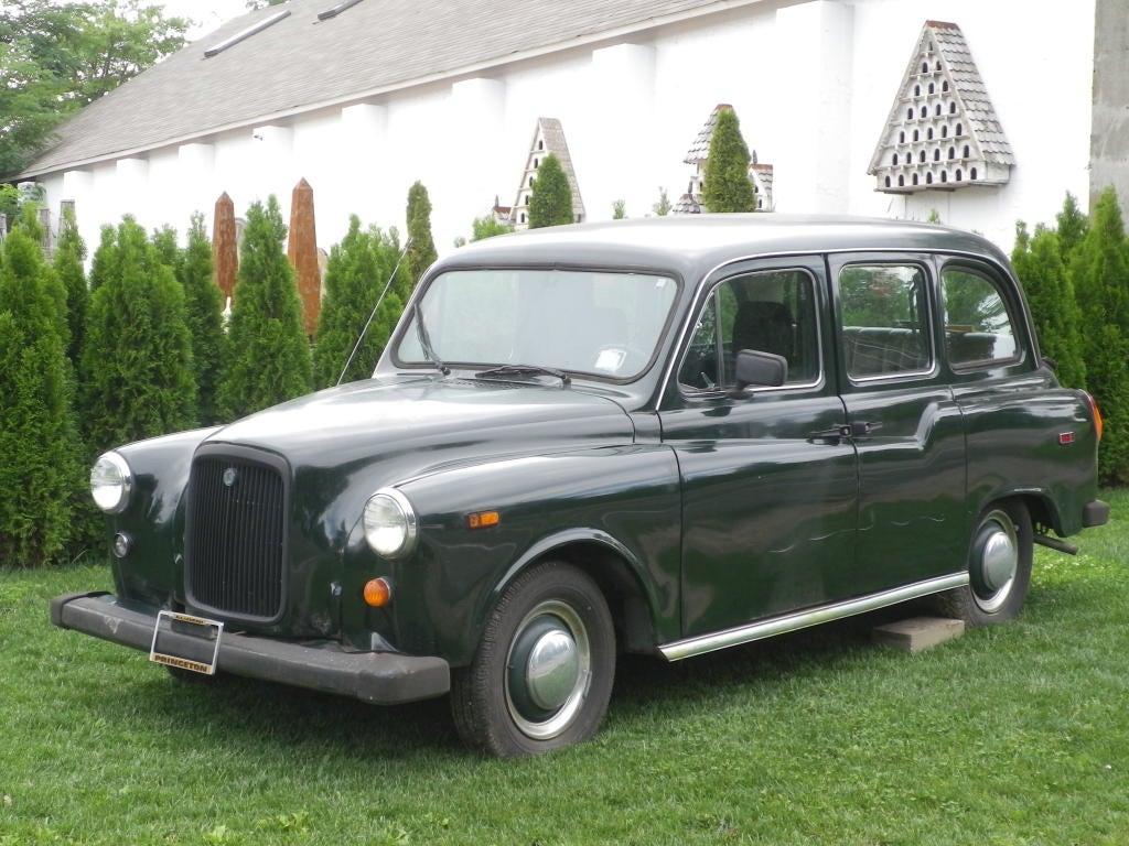 1968 british taxi cab for sale at 1stdibs. Black Bedroom Furniture Sets. Home Design Ideas