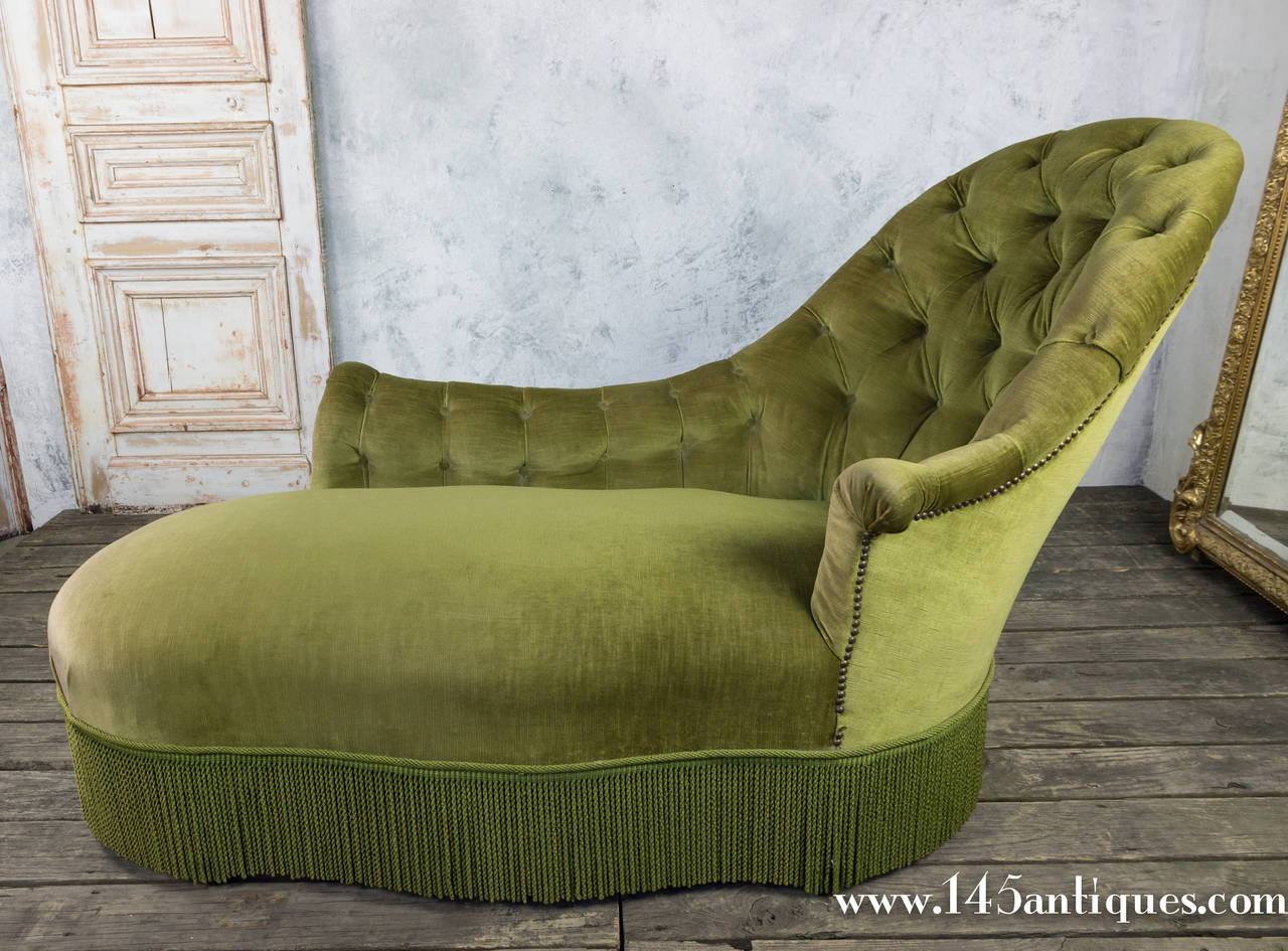 Tufted asymmetrical green chaise lounge at 1stdibs for Button tufted chaise settee green