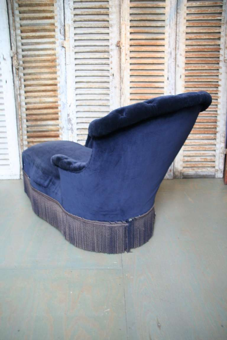 Chaise longue in blue velvet for sale at 1stdibs for Blue chaise longue