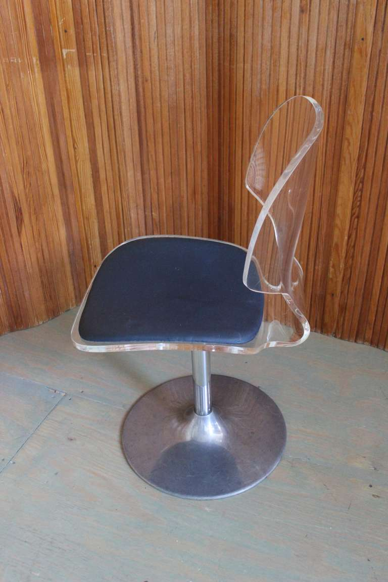 Pair of Lucite and Chrome Swivel Side Chairs In Good Condition For Sale In Long Island City, NY