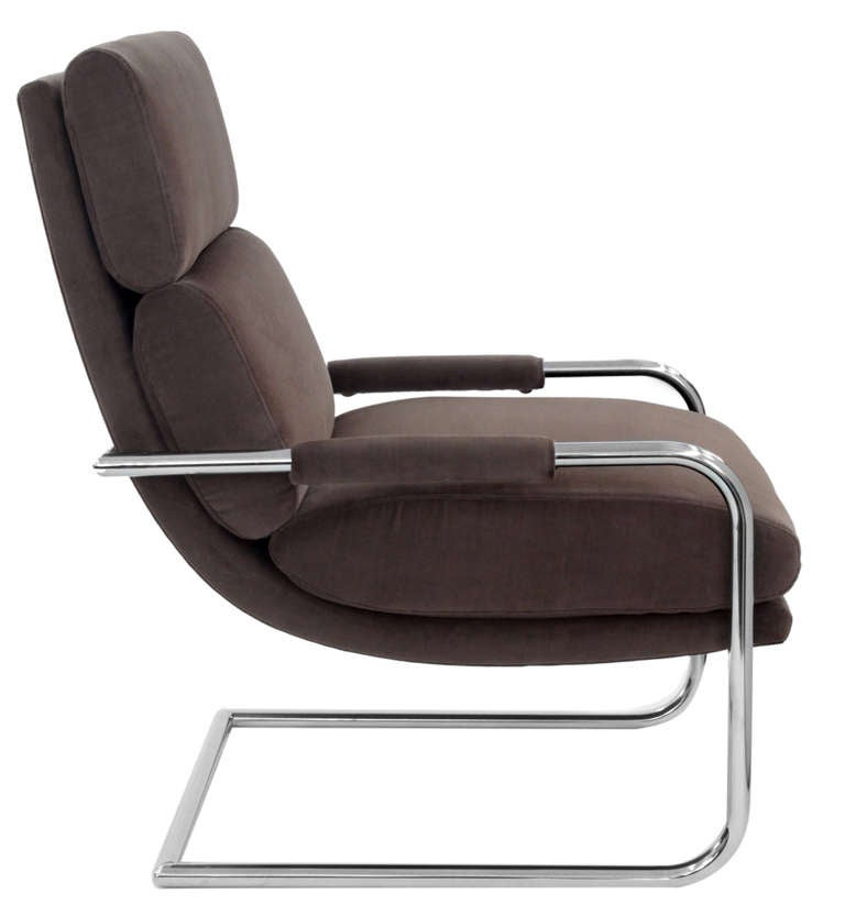 Pair of Cantilevered Lounge Chairs by Milo Baughman In Excellent Condition For Sale In New York, NY