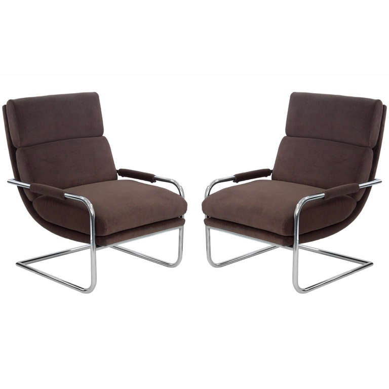 Pair of Cantilevered Lounge Chairs by Milo Baughman For Sale