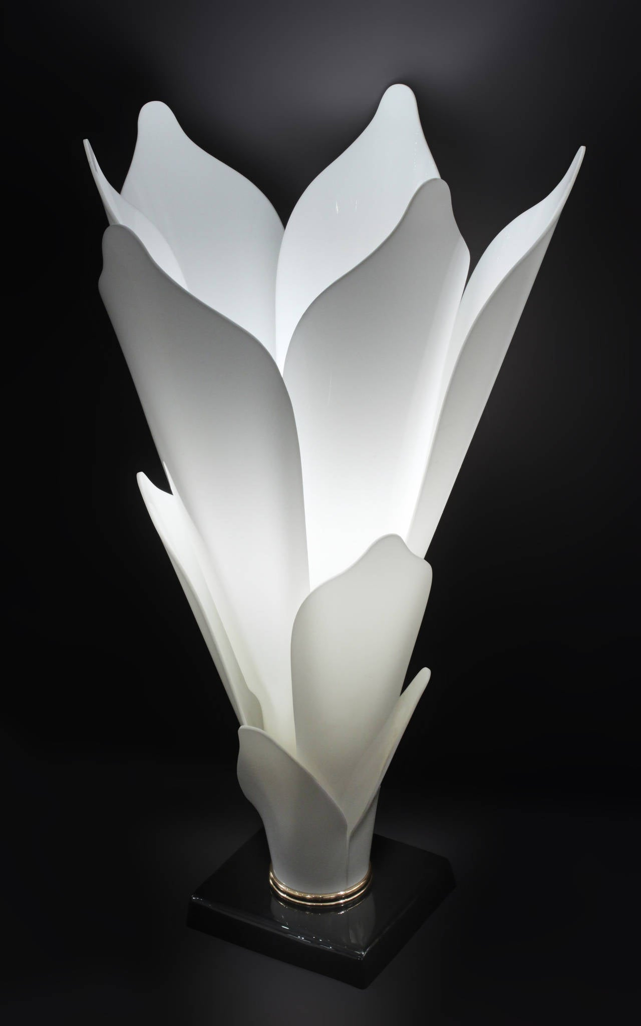 Flower Table Lamp with Molded White Lucite Petals by ...