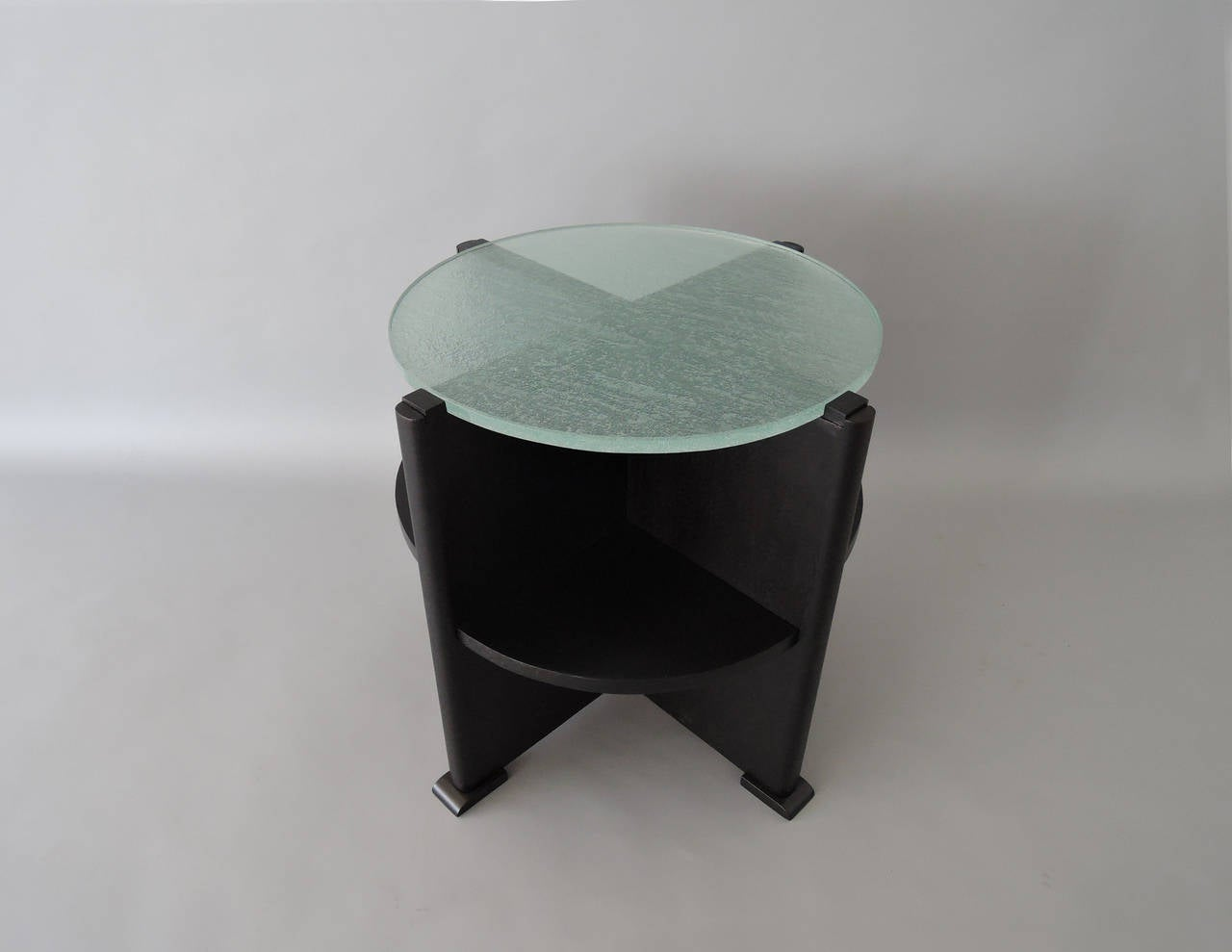 Exceptionnel French Art Deco Ebonized Oak And St. Gobain Slab Glass Top Gueridon In Good  Condition