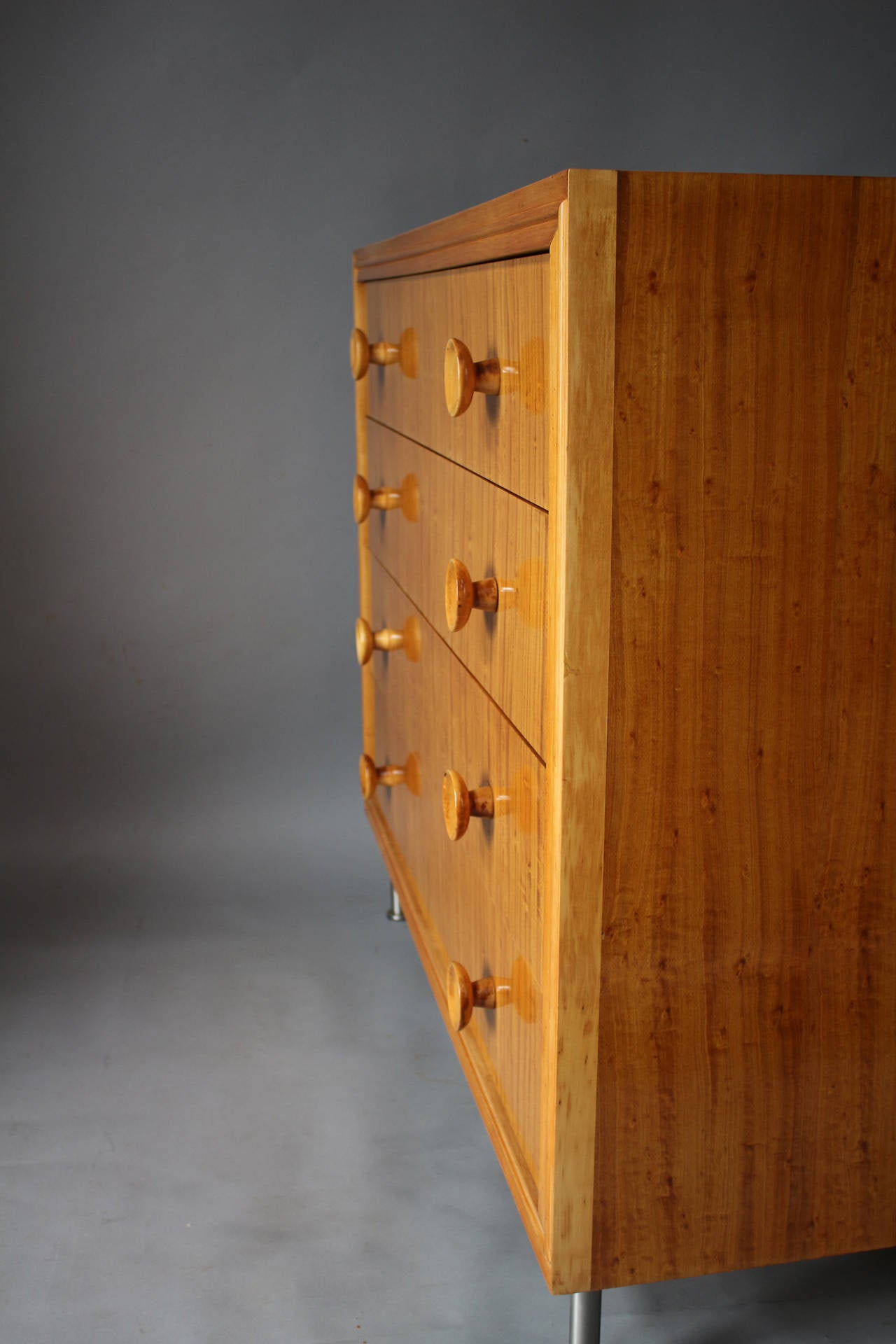 French art deco satinwood commode drawers for sale at 1stdibs for Commode miroir art deco
