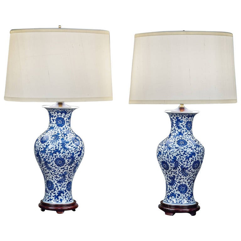 pair of blue and white chinese porcelain lamps at 1stdibs. Black Bedroom Furniture Sets. Home Design Ideas