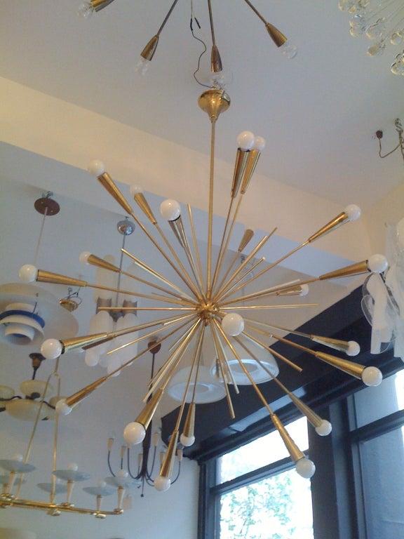 Pair of Large 1960s  Italian Mid Century Brass Starburst Sputnik Chandeliers 10