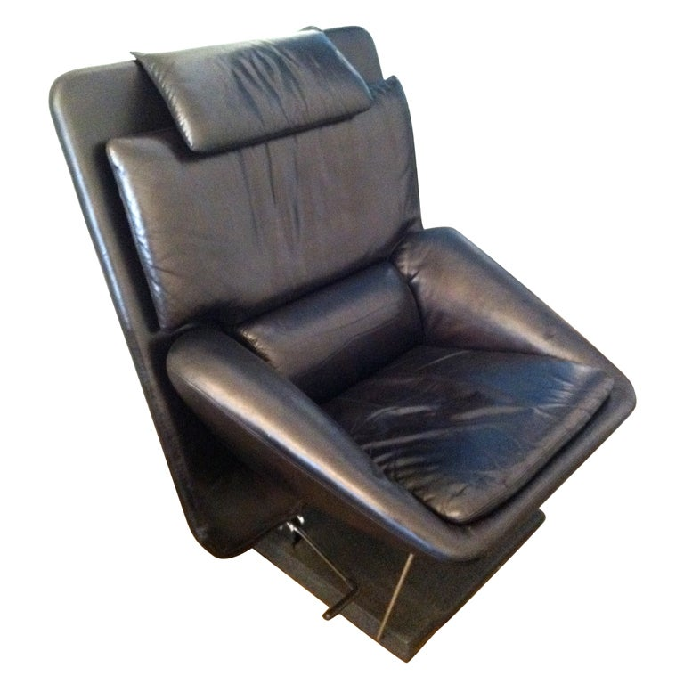 Saporiti 80 39 s leather lounge chair and ottoman at 1stdibs for 80s lounge chair