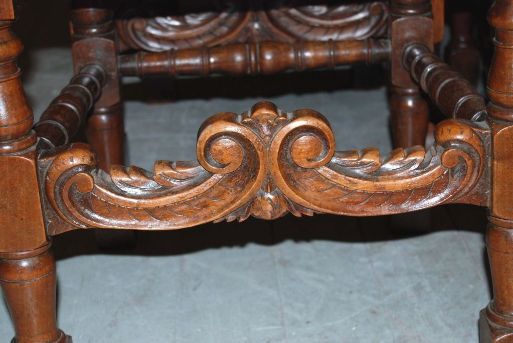 Set of 6 19th Century Walnut Chairs For Sale 1